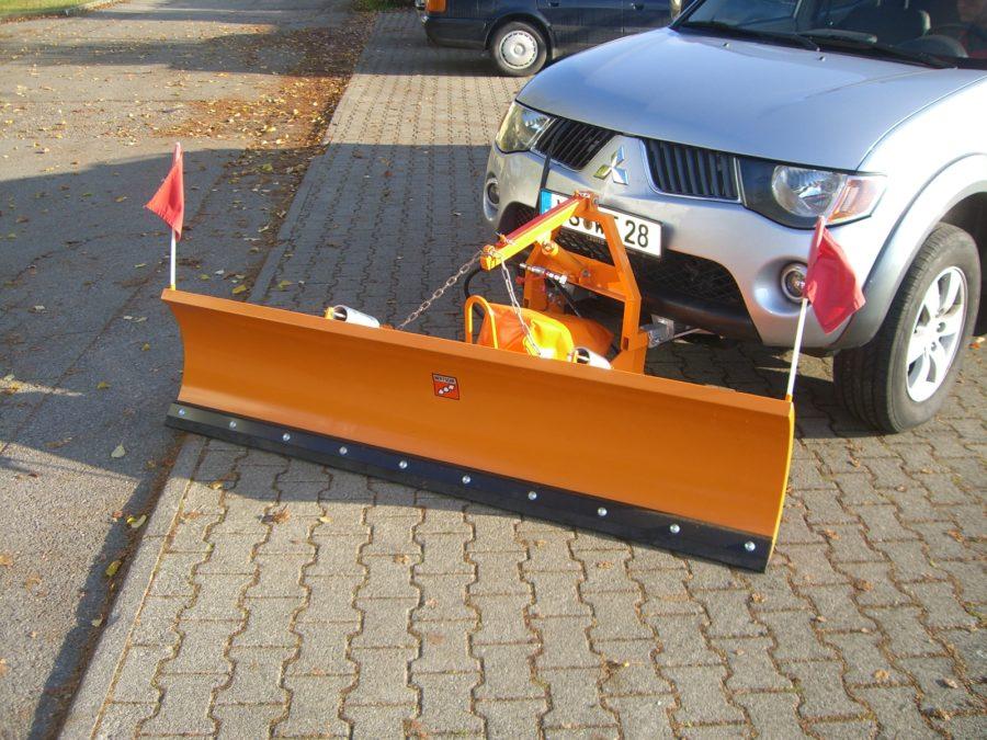 BERTSCHE Leichtschneepflug UL22 an Mitsubishi L200