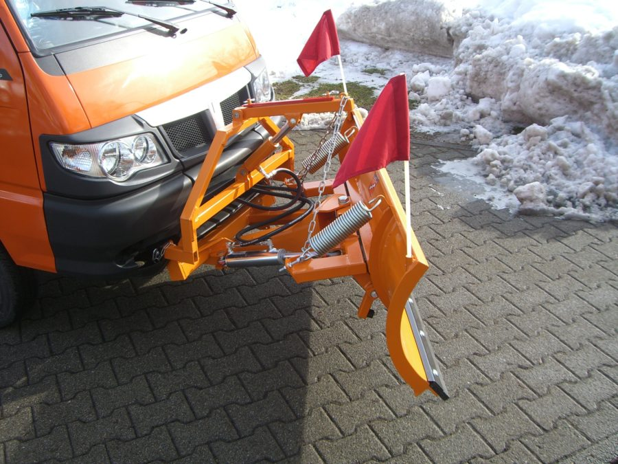 BERTSCHE Leichtschneepflug UL 16 an Piaggio Porter