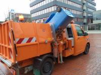 BERTSCHE Leichtmüllverdichter Typ LM 3,5 mit seitlicher Behelfsschüttung Mülltonne angehoben