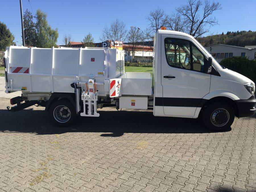 BERTSCHE Leichtmüllverdichter Typ LM4,5S auf DB Sprinter-Fahrgestell