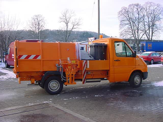BERTSCHE Leichtmüllverdichter mit Zwischenbehälter für Mülltonnen