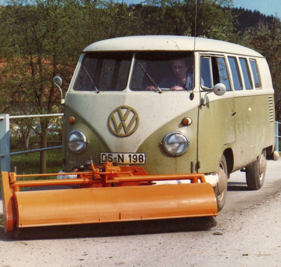 1965 Bertsche Frontkehrmaschine an Volkswagen Transporter