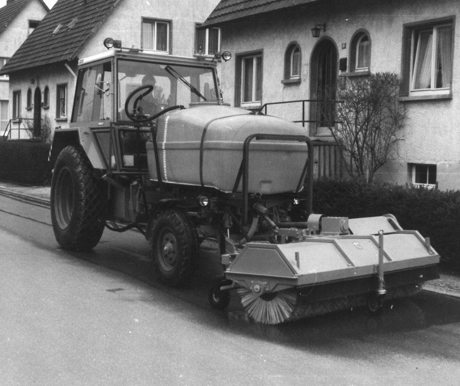 1970 Bertsche Kehrmaschine FK an Fendt GT
