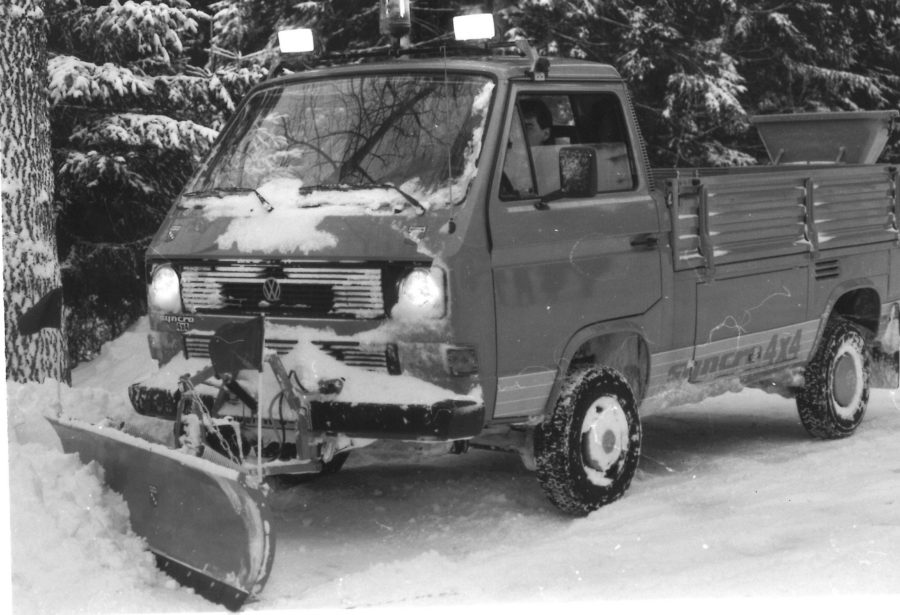 1984 - BERTSCHE Universal-Leichtschneepflug UL22 an VW-Syncro