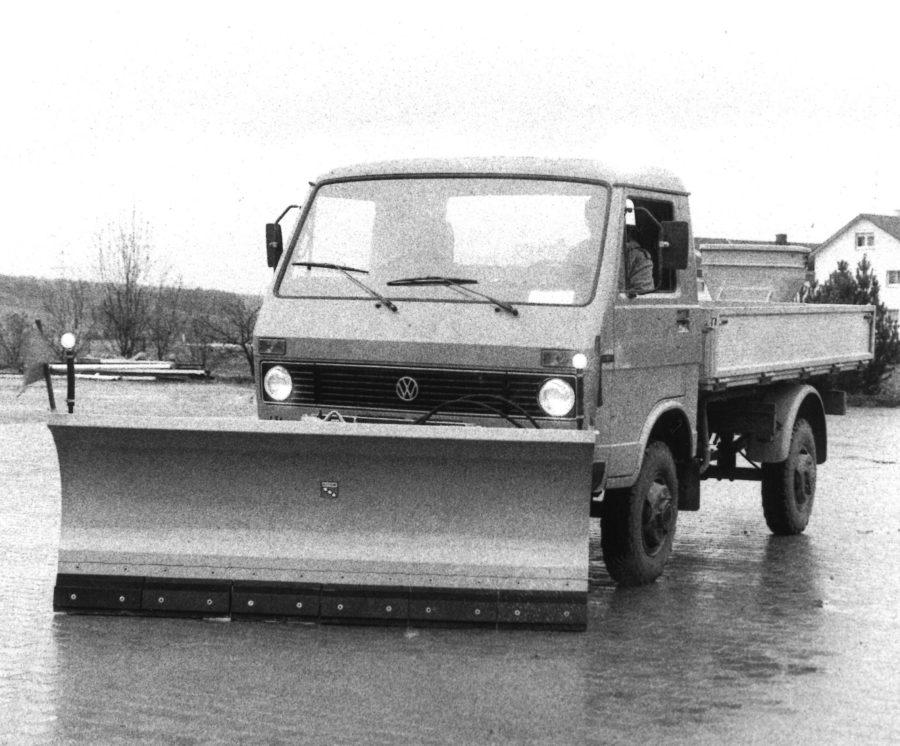 1985 - BERTSCHE Federklappenschneepflug an VW LT