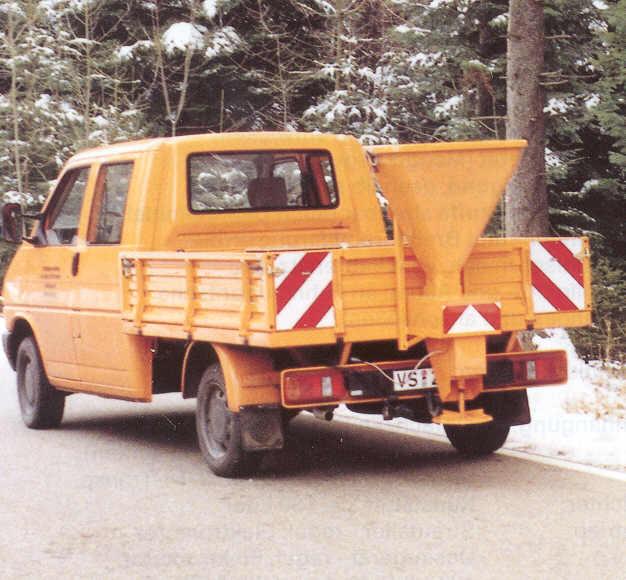 BERTSCHE STRAMOT-Streuer an Volkswagen Transporter