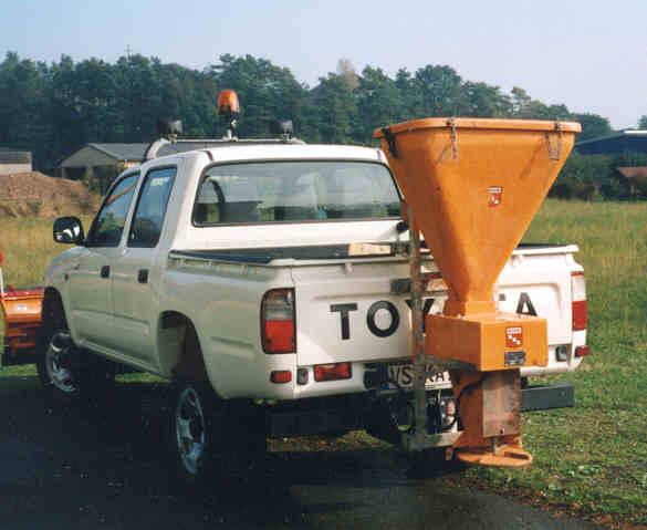 BERTSCHE STRAMOT-Streuer an Toyota Hilux
