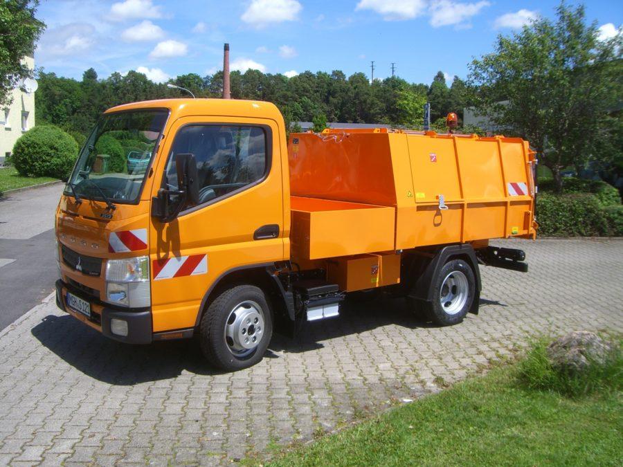 2016: Erster BERTSCHE Leichtmüllverdichter Typ LM 3,5 auf Fuso Fahrgestell