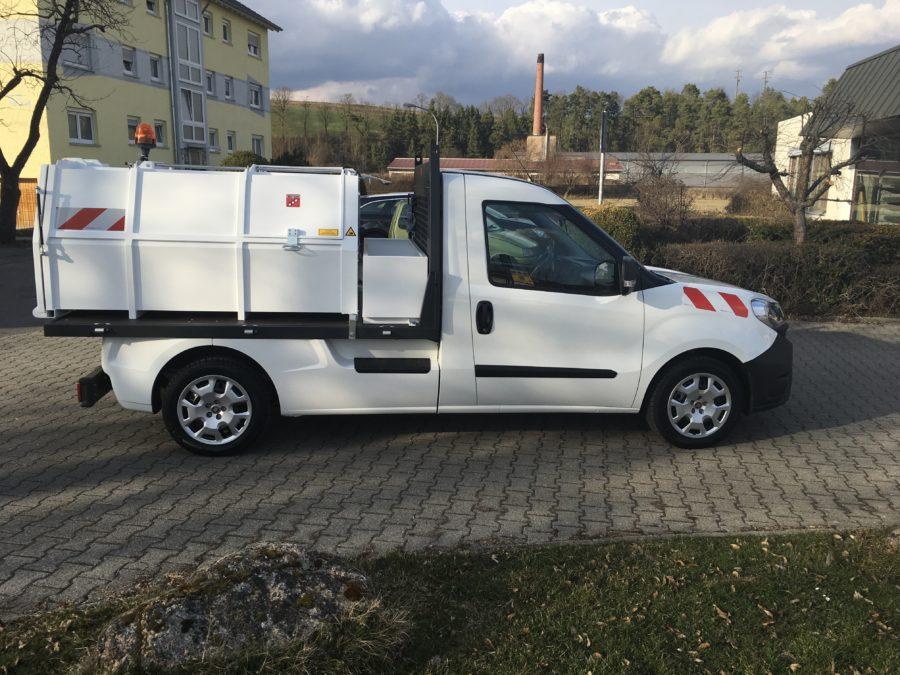 2017: Erster BERTSCHE-Leichtmüllverdichter Typ LM 2,2 als Wechselaufbau auf einem Fiat Doblo WorkUp-Plattform Fahrgestell