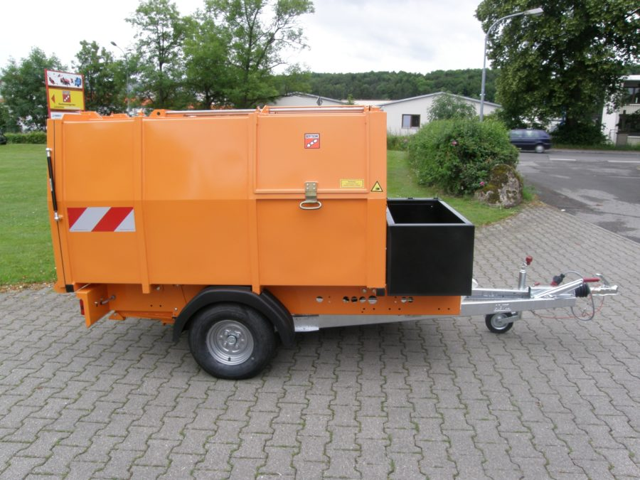 2009: Erster BERTSCHE Leichtmüllverdichter-Anhänger Typ LMH 2,0