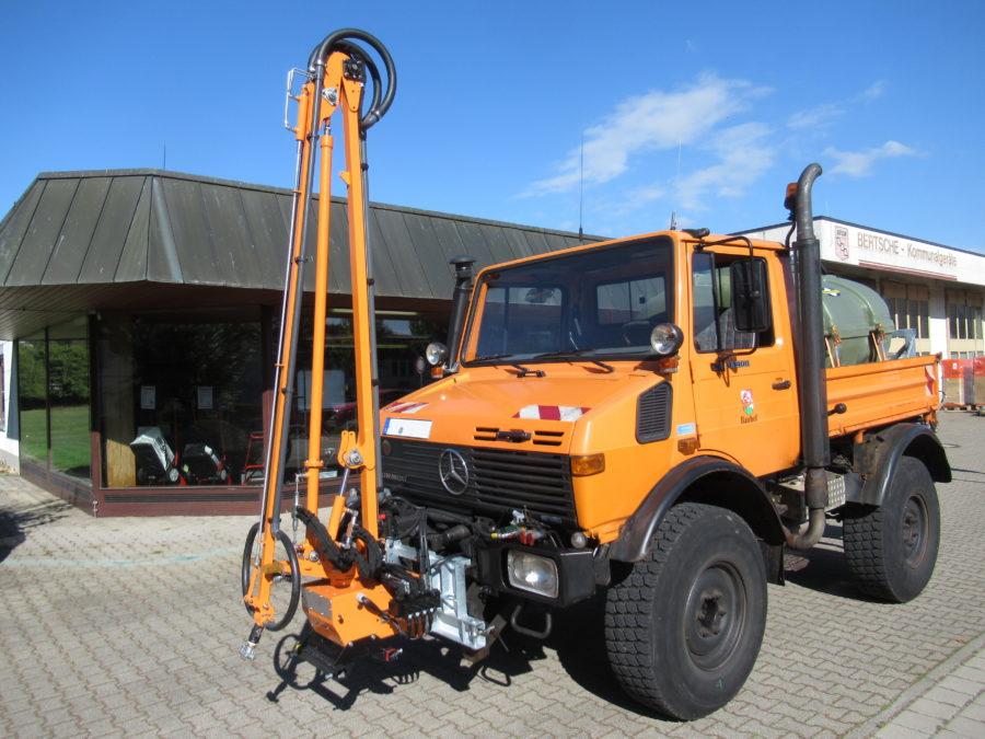 Bertsche Gießarm 2012XL an Unimog U1400 mit ReiGieFlex;