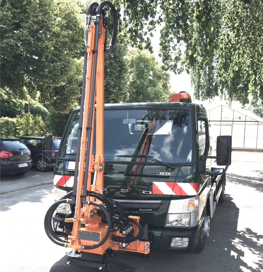 Bertsche Gießarm GA2012XL an Mitsubishi Fuso